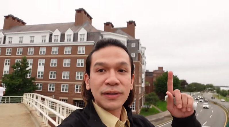 Jordi Onsu Kulineran di Sekitar Harvard Business School