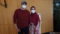 Penampilan Suami Dikritik, Kartika Putri Minta Maaf