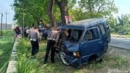Roda Lepas Bikin 2 Mobil Adu Moncong di Ngawi, 6 Orang Terluka