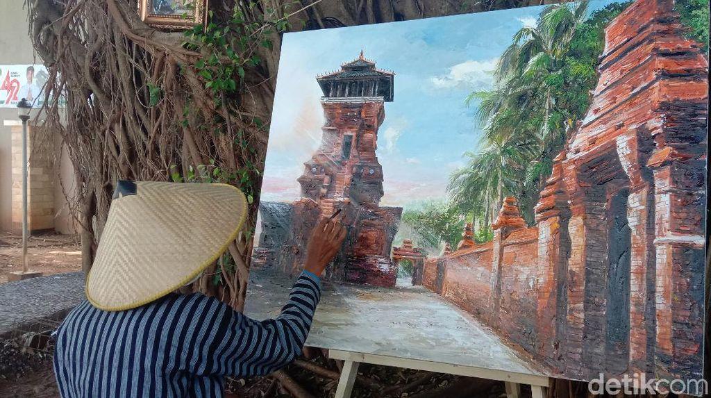 Indahnya Puluhan Lukisan Menara Kudus