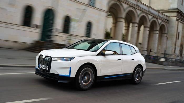 Mobil listrik BMW iX