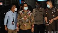 KPK Jemput Paksa Azis Syamsuddin dari Rumahnya di Jaksel