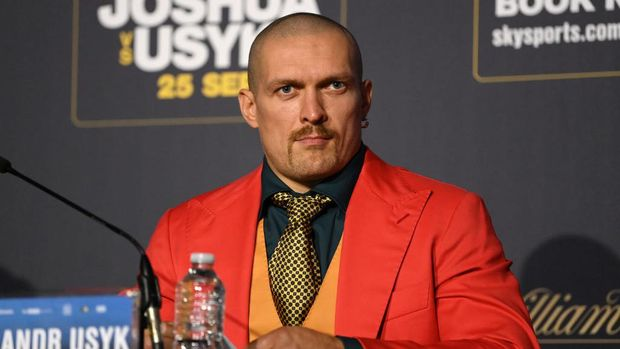 LONDON, ENGLAND - SEPTEMBER 23: Oleksandr Usyk speaks  during a Press Conference ahead of the heavyweight fight between Anthony Joshua and Oleksandr Usyk at Tottenham Hotspur Stadium on September 23, 2021 in London, England. (Photo by Justin Setterfield/Getty Images)