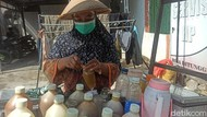 Laris Manis Saat Pandemi, Omzet Penjual Jamu Keliling Ini Naik 75 Persen!