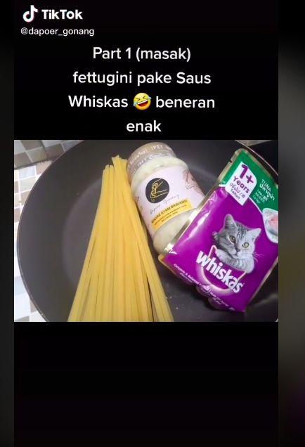 Orang-orang Ini Bikin Spaghetti dan Nasi Goreng Campur Whiskas, Apa Enak?
