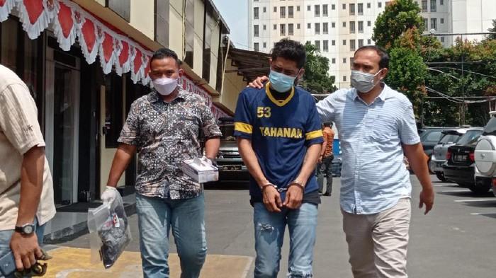 Pelaku pembunuhan anggota TNI di Depok dihadirkan di jumpa pers Polresta Depok