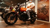 Ini Pemilik Pertama Moto Guzzi New V7 Stone di Indonesia, Motor Seharga Pajero Sport