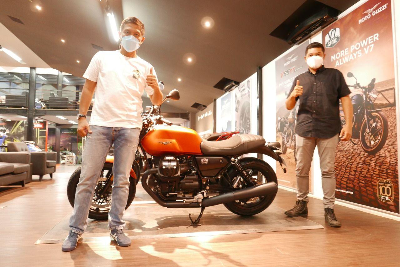 Pembeli pertama Moto Guzzi New V7 Stone di Indonesia