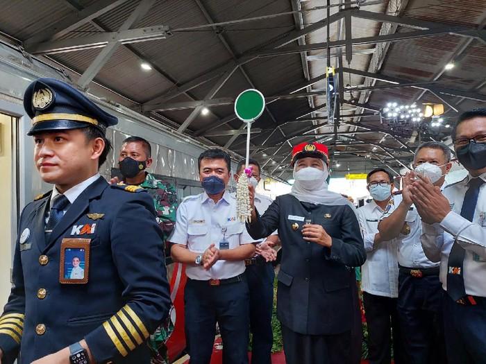 Perjalanan Jakarta dari Surabaya Pakai Kereta Api Kini Lebih Cepat 20 Menit diluncurkan di stasiun pasar turi