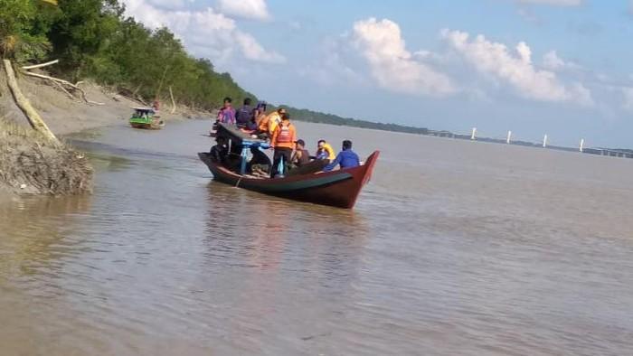 Proses pencarian pria diterkam buaya di Rokan Hilir, Riau (dok Basarnas)