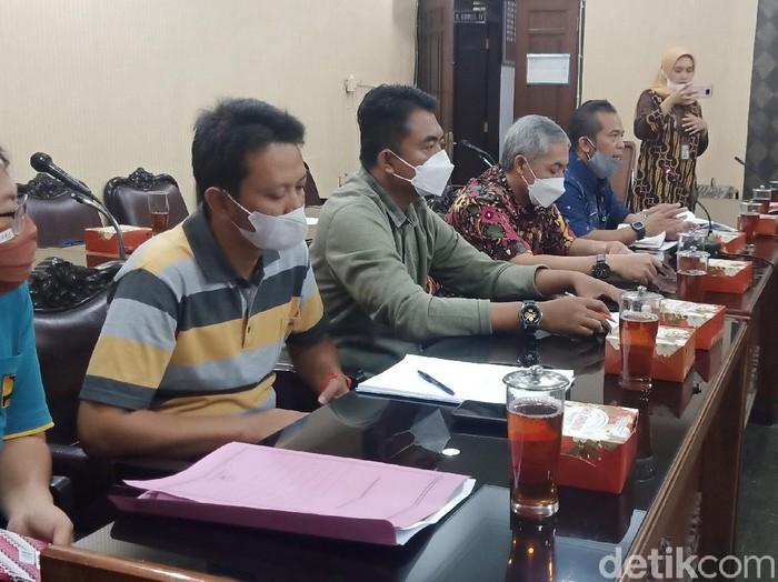Rapat antara Komisi III DPRD dengan Dinas PUPR Banjarnegara, Jumat (24/9/2021).
