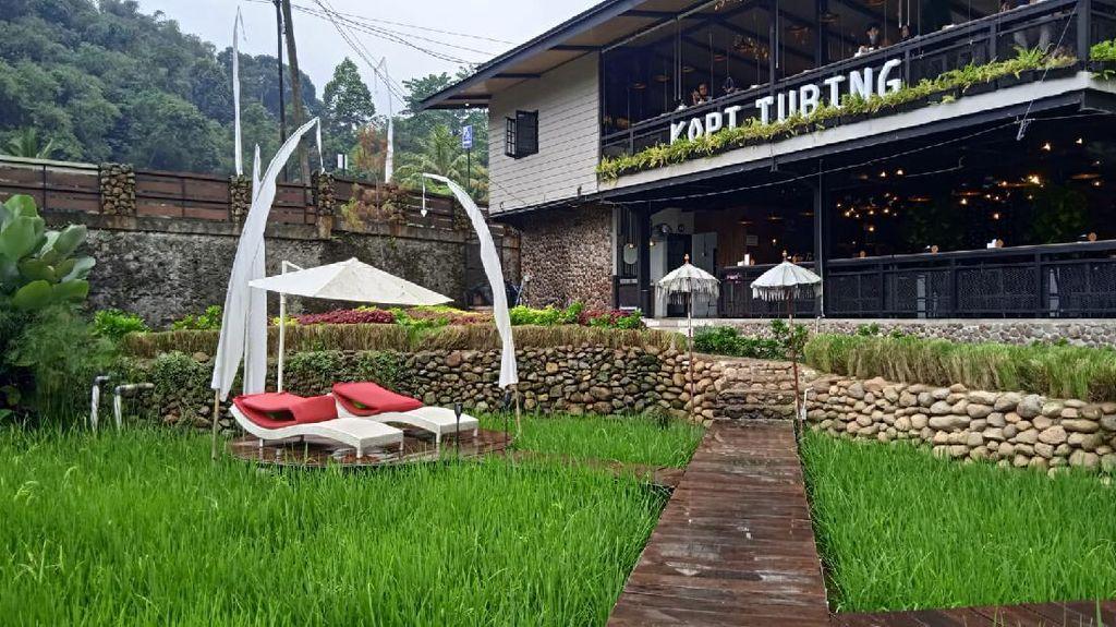 5 Kafe di Puncak Tawarkan Sensasi Makan Santai Pakai Beanbag