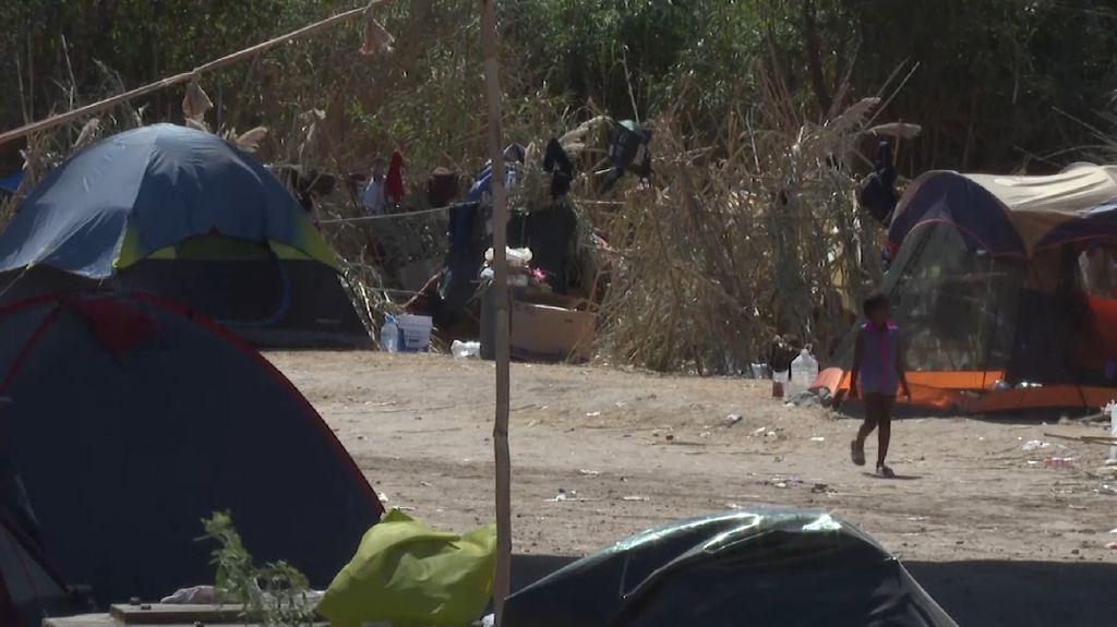 Penampakan Ribuan Pengungsi Haiti Pasang Tenda di Kolong Jembatan Texas