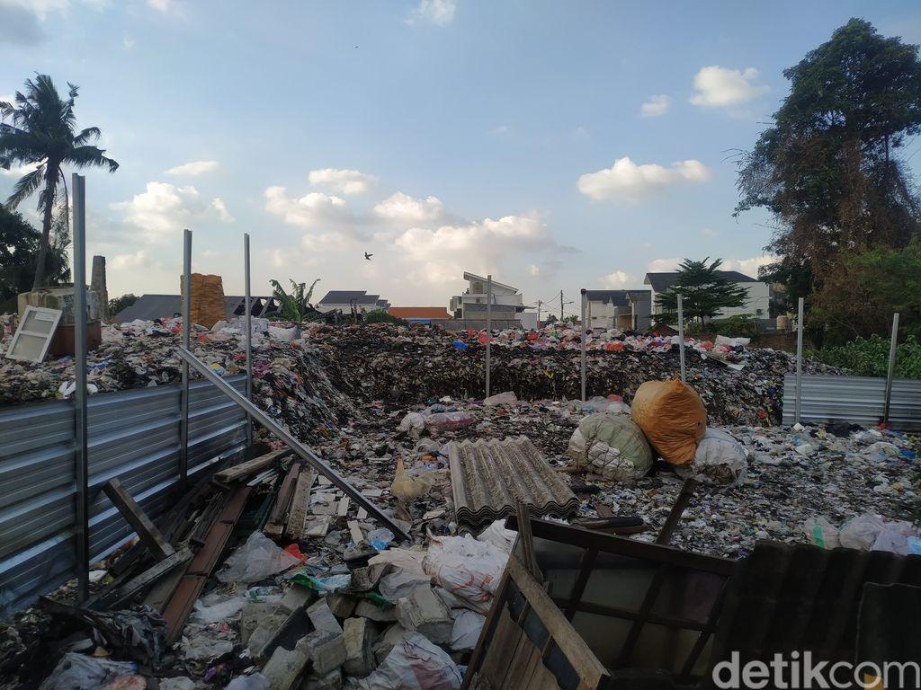 Sampah di Pondok Betung, Tangsel, yang dikelola Darkim. 24 September 2021. (Athika Rahma/detikcom)