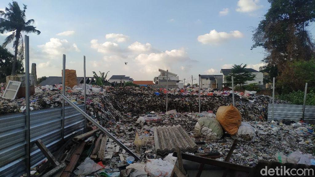 Pengelola Lahan Sampah Pondok Betung Bersedia Setop Bakar-bakar