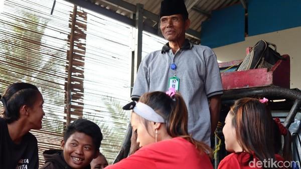 Kini perjuangan Mak Itoh diteruskan oleh anak-anak didik dan keluarganya yang tampil dengan nama H. Baskom, terinspirasi dari mending suaminya Haji Akom(Randy/detikTravel)