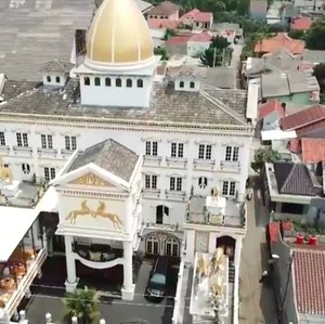 10 Potret Sekolah Sultan di Bekasi, Dihiasi 300 Lampu Kristal