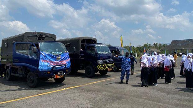 Serbuan vaksinasi TNI AU di Yogyakarta yang menyasar anak usia sekolah sudah memasuki hari ketiga. Kegiatan ini untuk mendukung pembelajaran tatap muka (dok Dispenau)