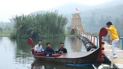 Situ Rawa Gede Bebaskan Traveler Kemping atau Basah-basahan di Air Terjun