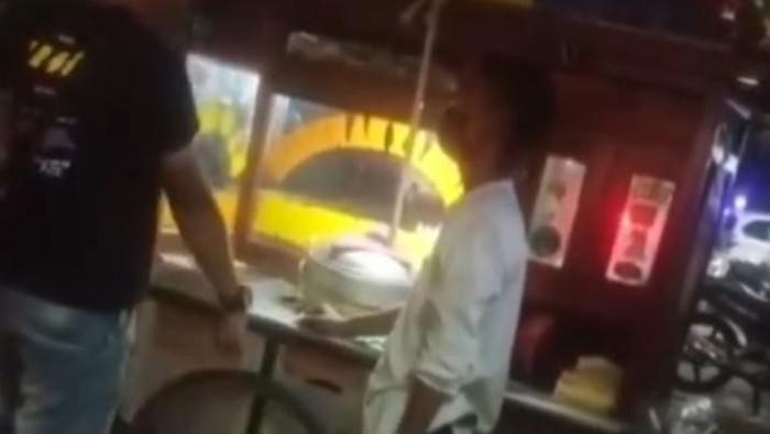 Tangkapan layar aksi preman palak pedagang di Larangan, Kota Tangerang