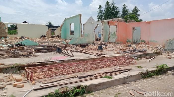 Sejumlah rumah di Klaten yang terdampak proyek Tol Yogya-Solo mulai ditinggalkan pemiliknya. Area permukiman itu pun kini tampak sunyi bak kampung mati.