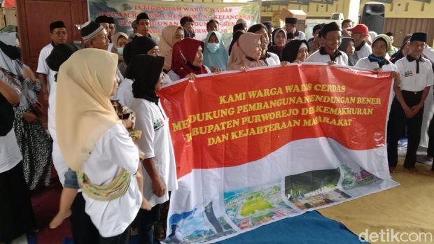 Warga Desa Wadas, Purworejo, yang tergabung dalam komunitas 'Wadas Cerdas' menggelar istigasah, Jumat (24/9/2021).