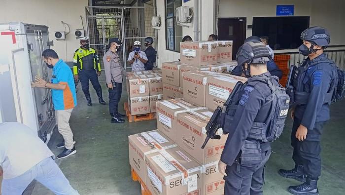 365 Ribu Dosis Vaksin Sinovac kiriman Kementerian Kesehatan (Kemenkes) tiba di NTB
