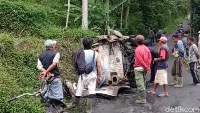 Angkot Terbakar di Tasikmalaya