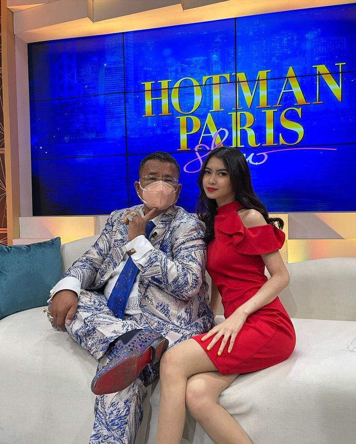 Asyiknya Gaya Safira Kaunang, Aspri Hotman Paris Saat Makan Kentang Goreng