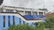 Atap Enam Ruangan SMPN 1 Agrabinta Cianjur Ambruk