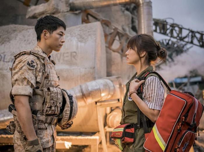 Adegan Song Joong Ki dan Song Hye Kyo di Descendants of the Sun. Foto: Dok. KBS