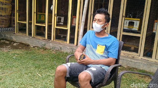 Juned, pemilik burung dara yang laku dijual Rp 1,5 miliar, Pekalongan, Sabtu (25/9/2021).