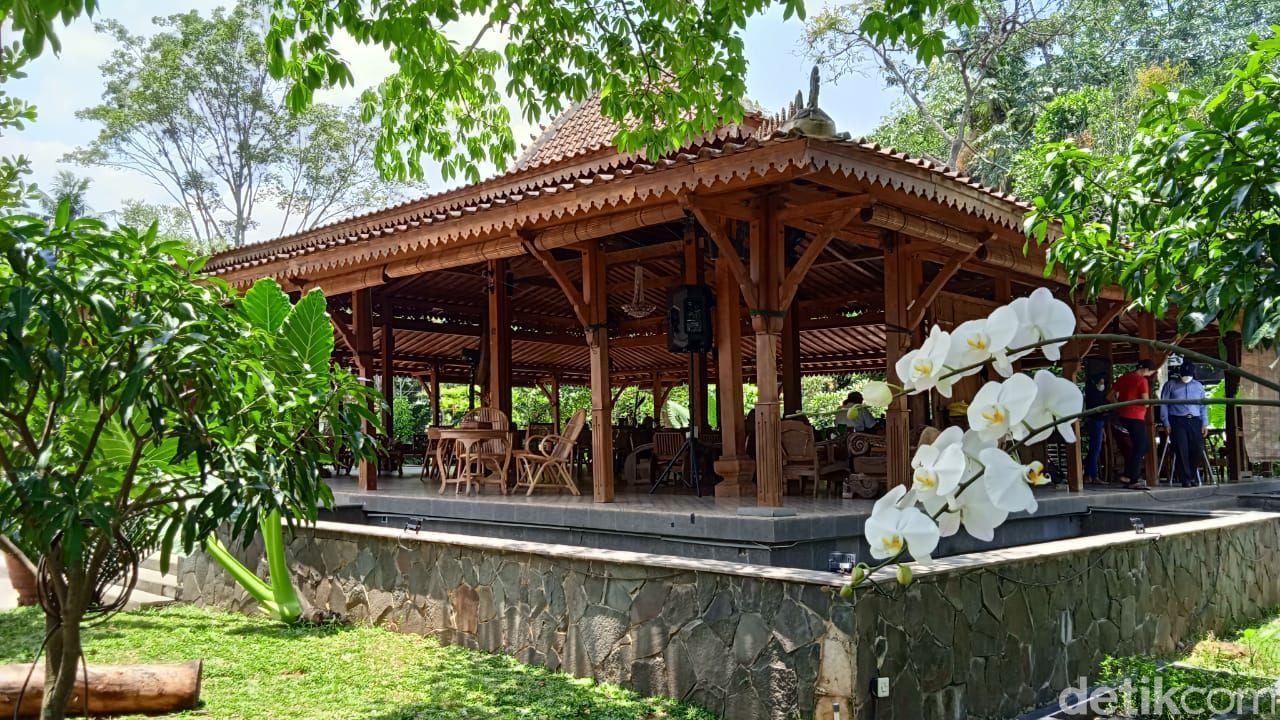 Ngopi Santai di 'Rumah Joglo' Tersembunyi yang Ada di Perbatasan Tangerang-Depok