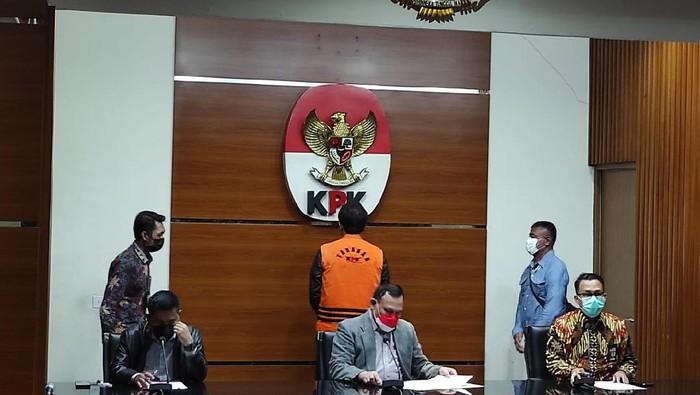 Ketua KPK Firli Bahuri memimpin keterangan pers penahanan Azis Syamsuddin.