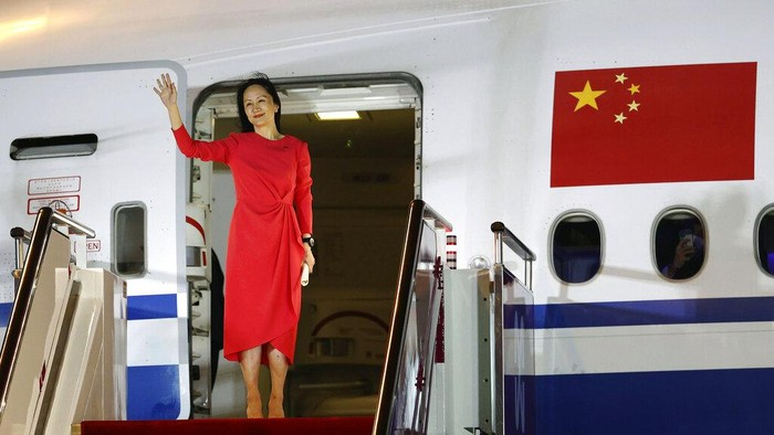 Bos Huawei Dibebaskan, Warga China Tumpah Ruah Menyambut di Bandara