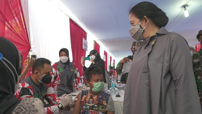 Ketua DPR RI Puan Maharani memantau langsung vaksinasi di permukiman padat penduduk di Kelurahan Tanah Sereal, Kecamatan Tambora.