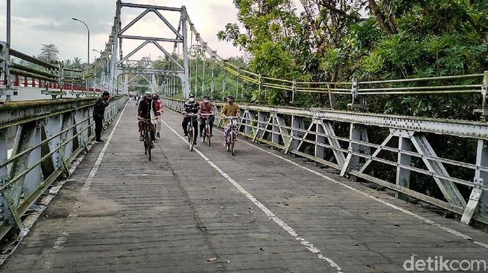 Jembatan Bantar di Daerah Istimewa Yogyakarta (DIY) menjadi saksi biksu perjuangan tentara Indonesia dalam melawan tentara Belanda pasca-kemerdekaan Indonesia.