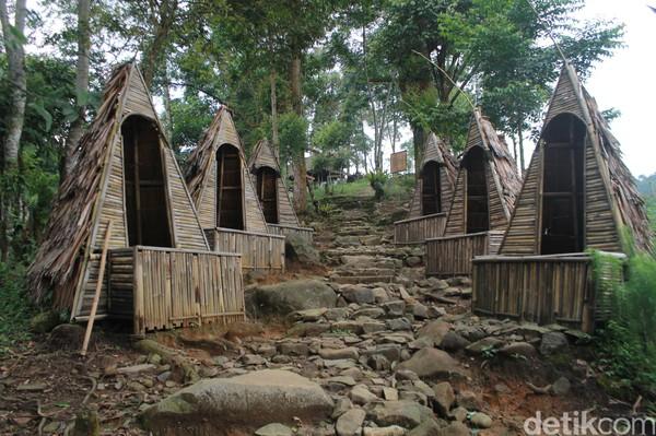 Setidaknya, ada 10 tempat untuk berfoto dengan berbagai ciri khasnya masing-masing di Rangon Hills Bogor. Mulai dari sebuah gardu pandang hingga beberapa tempat foto yang menantang adrenaline yang membuat para pengunjung yang berfoto mendapatkan hasil foto yang unik dan pengalaman tersendiri saat mencobanya (Foto: Luthfi Hafidz/detikcom)
