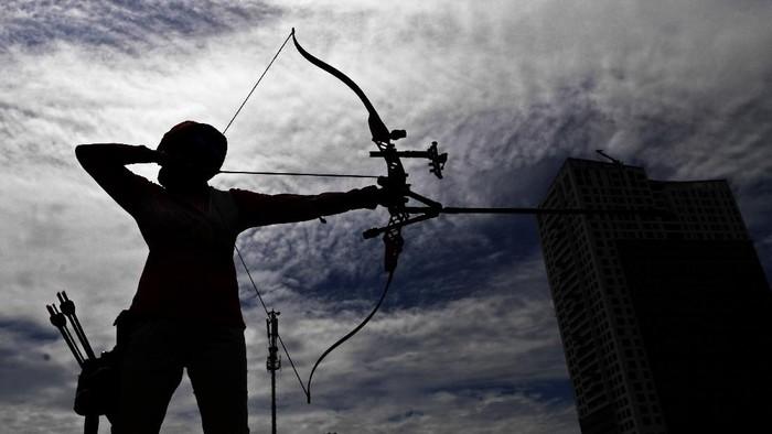 Atlet Wushu Jatim yang menjadi unggulan pada PON Papua berpose di Surabaya, Jawa Timur.