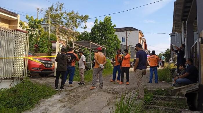 Tim Inavis Polresta Samarinda oleh TKP di rumah korban