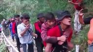 Salut! Aksi Kompak Tim Penyelamat Bocah Pendaki di Gunung Guntur