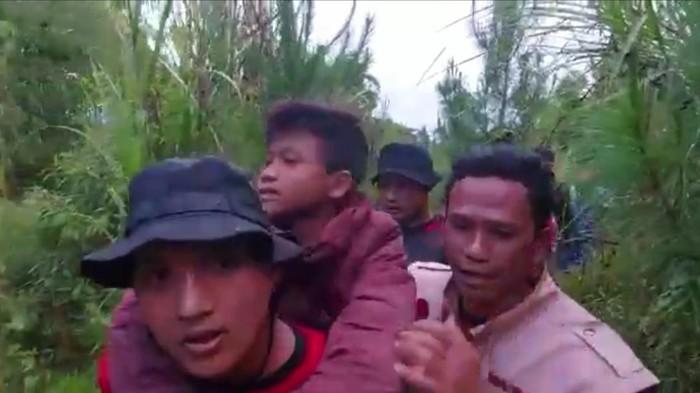 Tim Penyelamat Bocah Pendaki di Garut