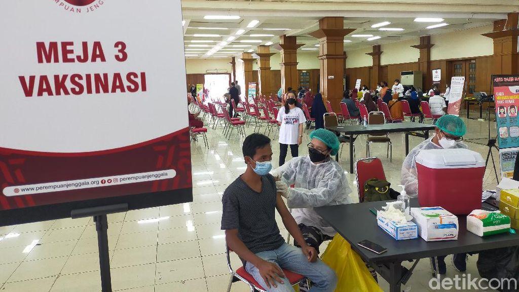Ini Capaian Vaksinasi Gresik dan Sidoarjo, Turunkan Level PPKM Surabaya Raya?