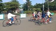 Senangnya Warga Bisa Sepedaan Lagi di TMII