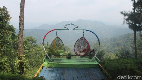 Pabangbon, yang ada di Bogor, menyajikan pemandangan alam yang memukau. Sudah begitu, tiket masuknya ramah buat kantong. Cuma Rp 15 ribu rupiah per orang.(Luthfi Hafidz)