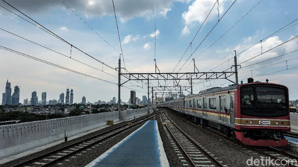 Asyik! Jalur Layang Bogor Line Stasiun Manggarai Mulai Beroperasi