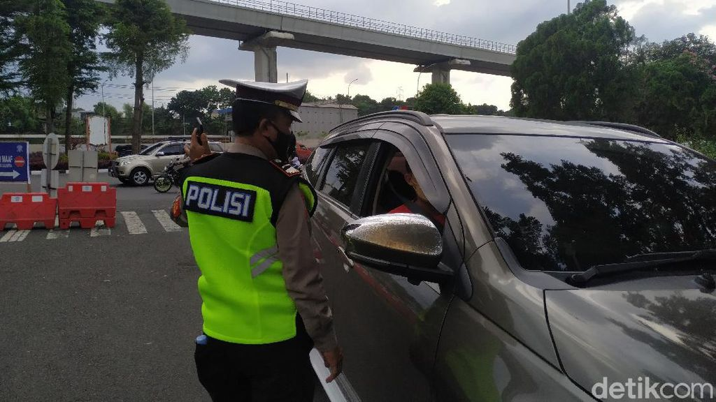 Ganjil Genap TMII, Polisi Putar Balik Puluhan Kendaraan Pelat Ganjil