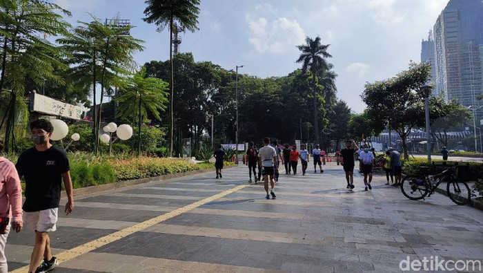 Kawasan Sudirman-Thamrin ramai warga berolahraga.