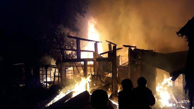 Kebakaran di Pasar Janglot, Sragen, Minggu (26/9/2021) dini hari.