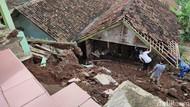 Longsor Terjang Desa Nasol Ciamis, Rumah Rusak-Jalan Tertimbun Tanah